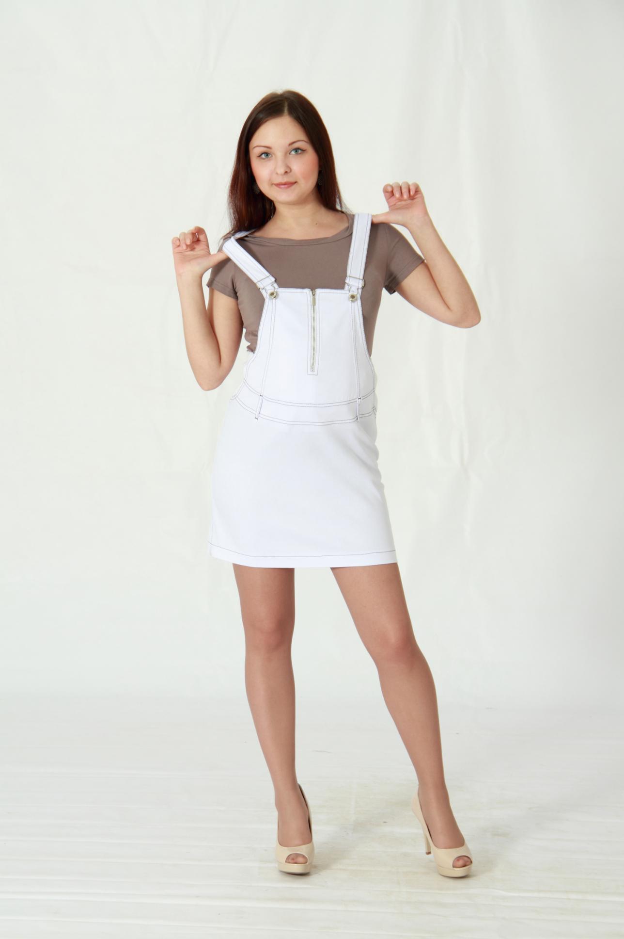 Теплый сарафан в клетку стоит рассматривать как идеальный вариант офисной одежды. Неплохо будет выглядеть квадратный рисунок и на фигуре беременной женщины